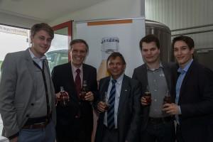 Der deutsche Botschafter in Indien, S.E. Herr Steiner (zweiter von links) gemeinsam mit den Gründern und dem beteiligten Investor Günter Wiskot (dritter von links)